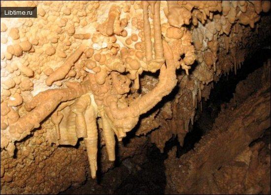 Анемолиты - изогнутый сталактит