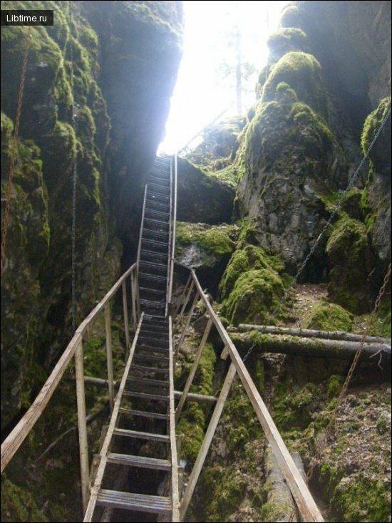 Вертикальная пещера