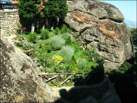 Сад на схилі