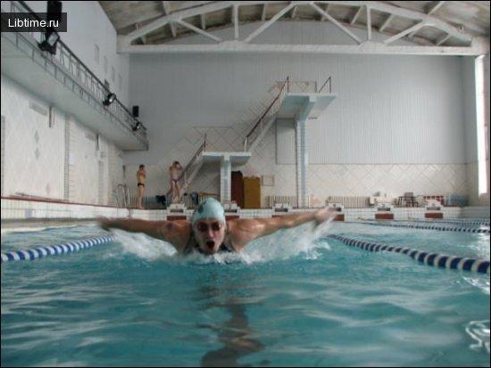 Когда начинать заниматься плаванием