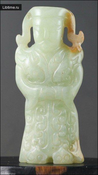 Нефритовая статуэтка