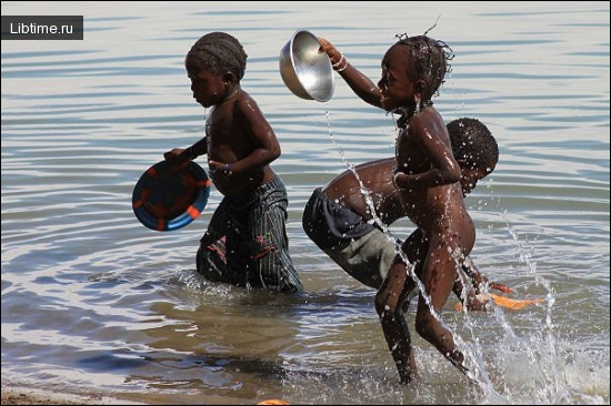 Дети купаются в р. Нигер