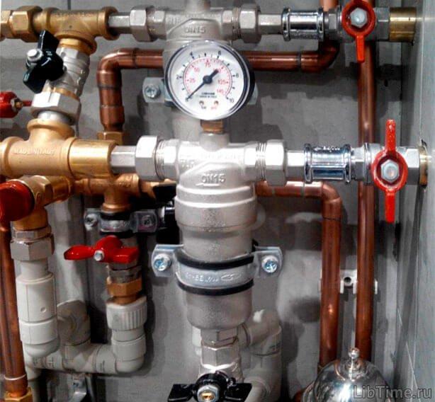 Трубчасто-пружинний манометр - застосовується при вимірюванні тиску і розрідження у промисловості