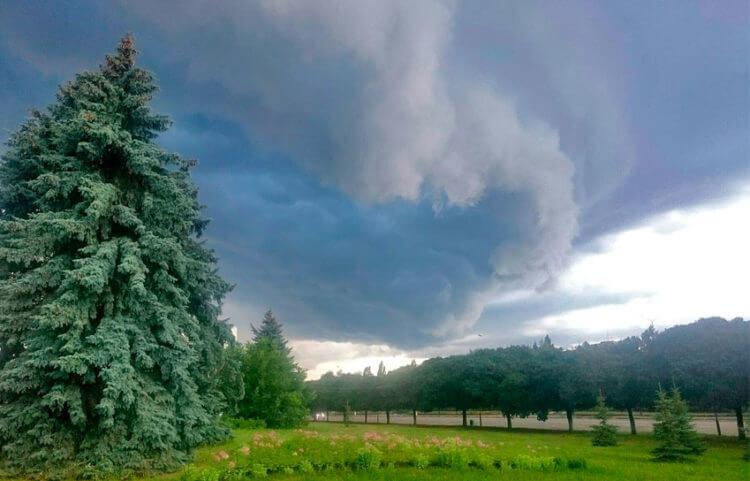 Рисование ливневых облаков на природе