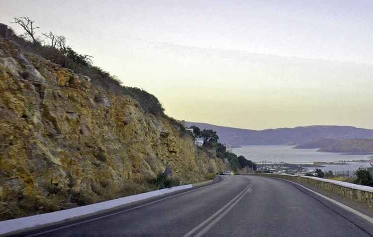 Стирание колесами автомобилей асфальта шоссейных дорог как пример трение скольжения и качения