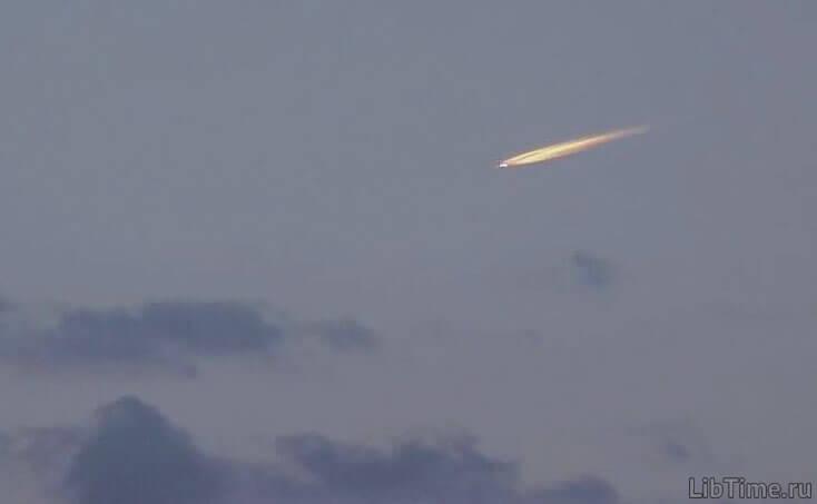 Скорость метеорита составляет многие десятки километров в секунду