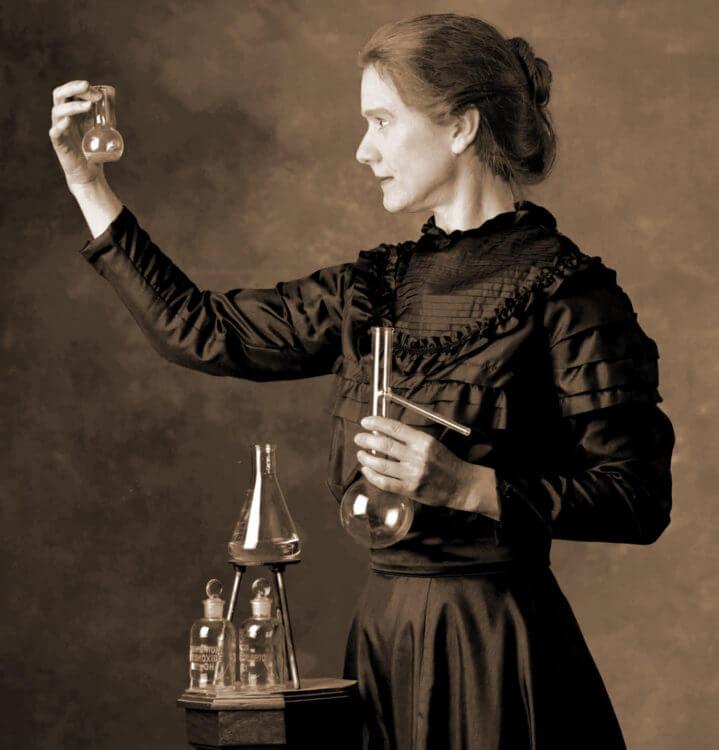 Мария Склодовская-Кюри - открыла радиоактивный элемент радий